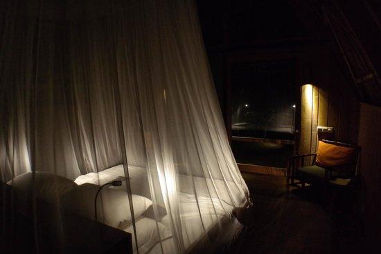Jeeva Beloam Beach Camp: Кровать