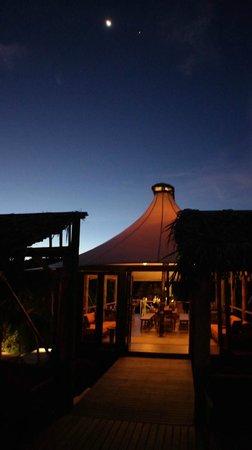 Jeeva Beloam Beach Camp: Ресторан