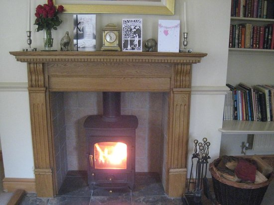 Doxford Cottages: Cosy log fire