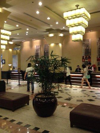 The Grace Hotel Sydney: エントランスロビー