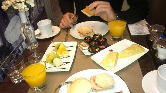 Hotel Calle Mayor : Desayuno