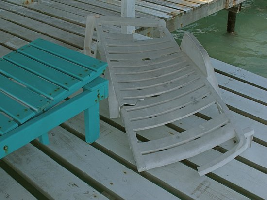 Island Magic Beach Resort: two broken Lounge Chairs at the end of the pier