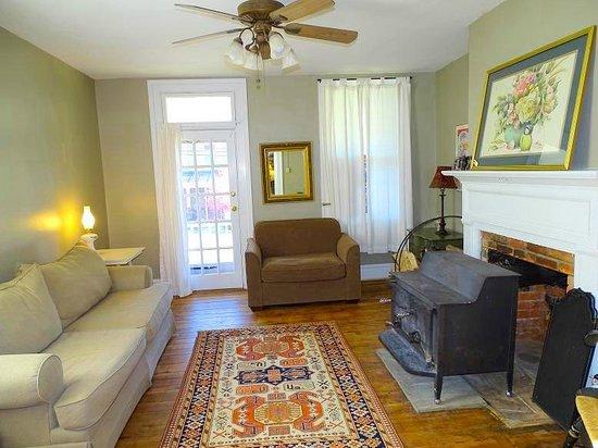 Armory Quarters: living room