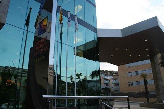 Golden Bahia de Tossa: L'entrée de l'hôtel Golden Bahia & spa 4****