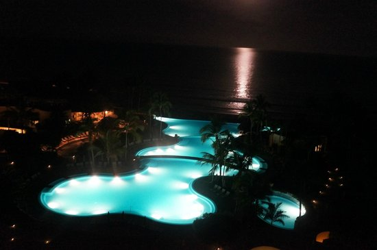 Grand Velas Riviera Nayarit: Night view with the moon