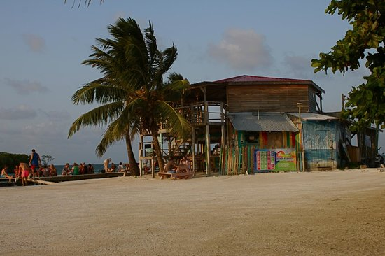 "Island Magic Beach Resort: the "" Lazy Lizard ""  to watch the sunset"