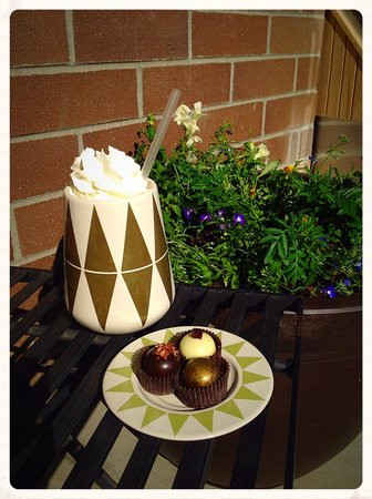 Modern Dwellers Chocolate Lounge: Truffles and Hot Chocolate