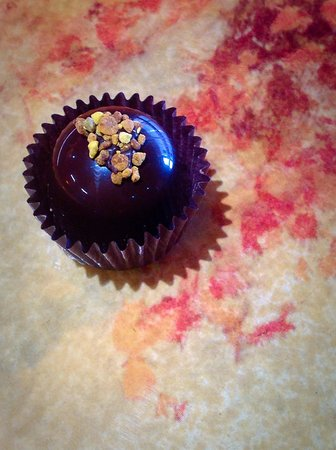 Modern Dwellers Chocolate Lounge: My Currant Honey truffle - made with Alaskan honey & mead