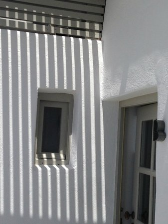 Iconic Santorini, a boutique cave hotel : Interesting shadows