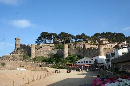 Vielle ville de Tossa de Mar - Picture of Vila Vella (Old ...