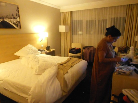 Best Western Paris CDG Airport: Inner view of the room with Mrs.Uma Devendra Singhal