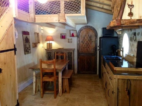 cuisine de la tani re de bilbo le hobbit photo de les cabanes du varon flayosc tripadvisor. Black Bedroom Furniture Sets. Home Design Ideas