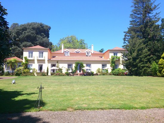 Casa Velha do Palheiro : View of the main house from the front garden