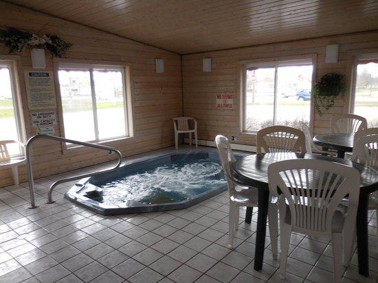 Econo Lodge: Whirlpool