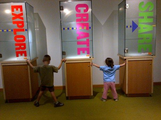 Art Gallery of Ontario (AGO): hugs to AGO