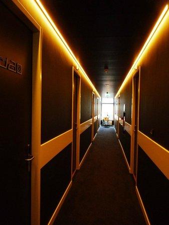 King Kong Hostel: Hall del 2° piso con las habitaciones