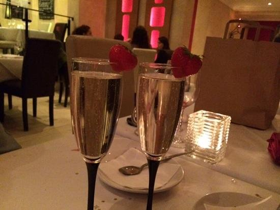 Nuovo Brasserie: our complimentary fizz