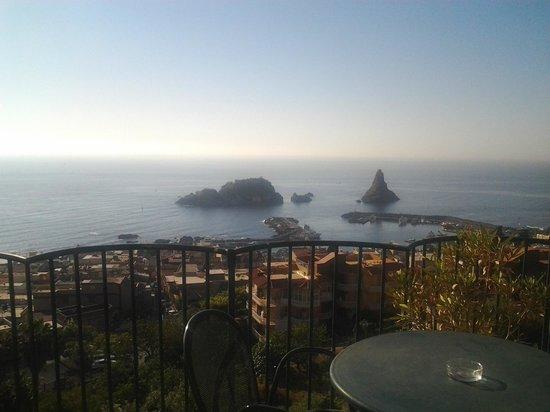 Hotel Eden Riviera: вид из номера на морской заповедник Побережье Циклопов