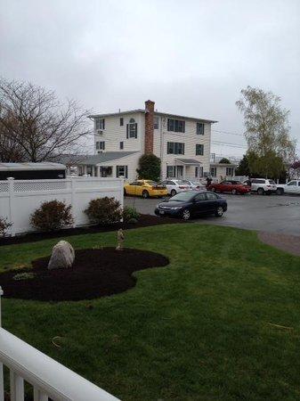 Inn at Harbor Hill Marina: main bldg