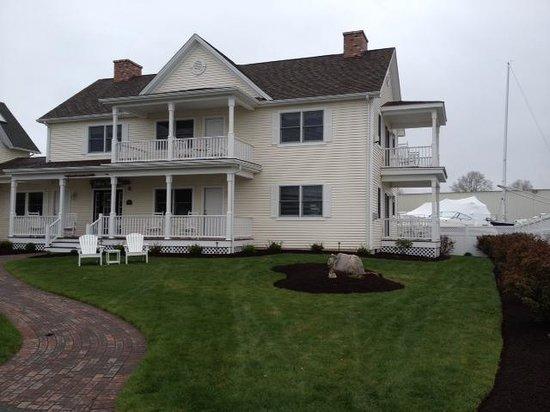 Inn at Harbor Hill Marina: annex bldg