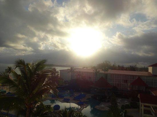 Breezes Resort & Spa Bahamas : Sunrise view from room