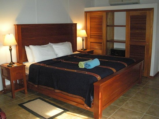 Cocotal Inn & Cabanas: the bedroom of Bungalow No.6