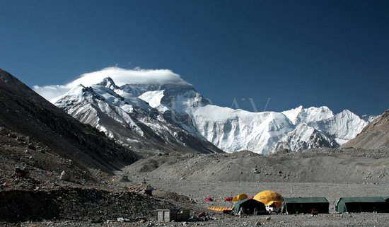 Mt. Qomolangma Nature Reserve : Everest Base camp, we can the Expedition Camps/Tents