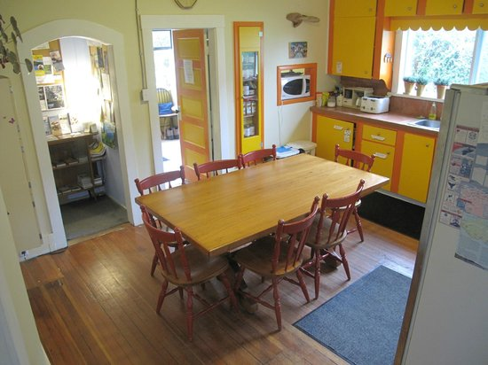 Tofino Trek Inn: Kitchen