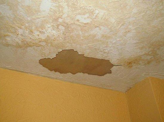 Knights Inn Glen Allen VA : Room ceiling