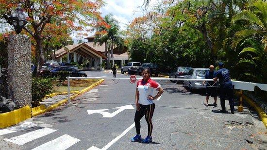 BelleVue Dominican Bay : Llegando del entrenamiento al hotel Dominican bay...