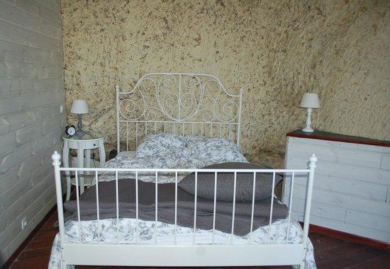 Les Troglos de Beaulieu : Upstairs bedroom