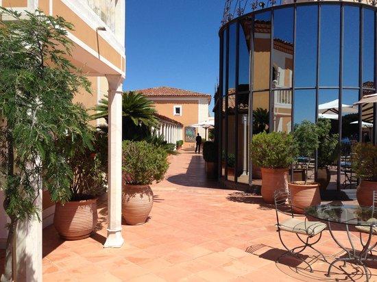 Chateau De La Messardiere : allee de l hotel