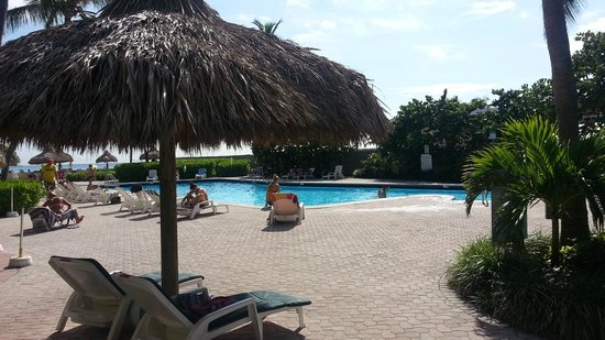 Days Hotel - Thunderbird Beach Resort: pileta