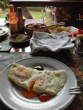 Hotel El Silencio del Campo: Breakfast of champions! Typica