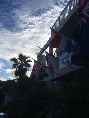 Cobalt Coast Grand Cayman Resort: Out front.
