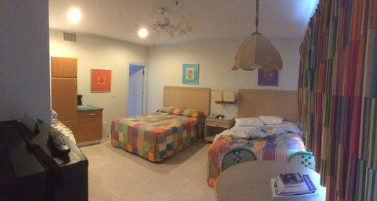 Cobalt Coast Grand Cayman Resort: Ground floor room