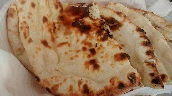 Everest Indian Cuisine: Naan