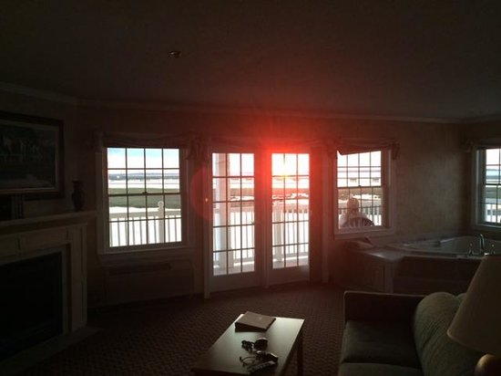 Comfort Suites Chincoteague: View from the kingsize bed just before sunset.