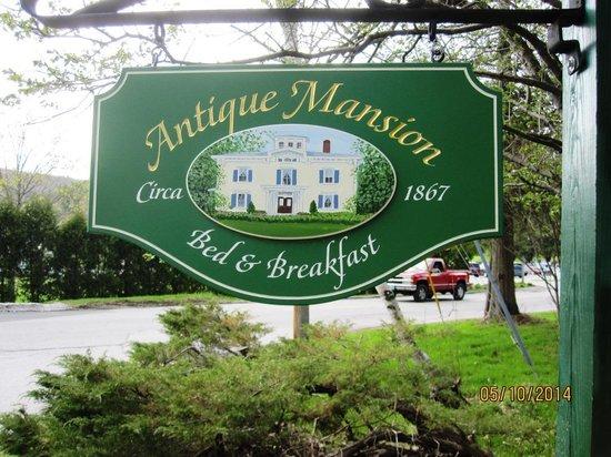 Antique Mansion B&B: Street sign