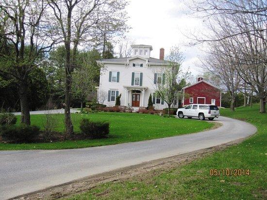 Antique Mansion B&B: front