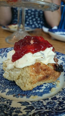 The Captains Cottage: Beautiful warm scones, straight from the arga mmmm