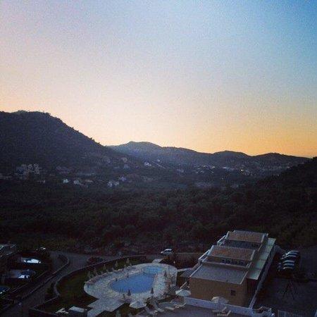 Filion Suites Resort & Spa : В горах жить - это особенно! Это романтично и элитно! Нет толп и криков сограждан диких наших))