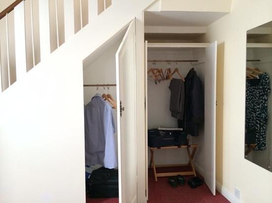 Stade Court Hotel: cupboards under stairs