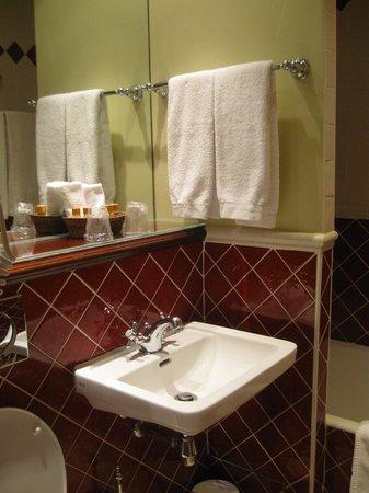 Hotel Britannique: The bathroom
