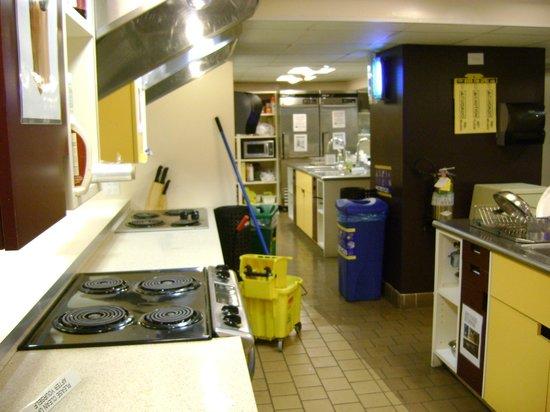 Hostelling International - New York: Kitchen