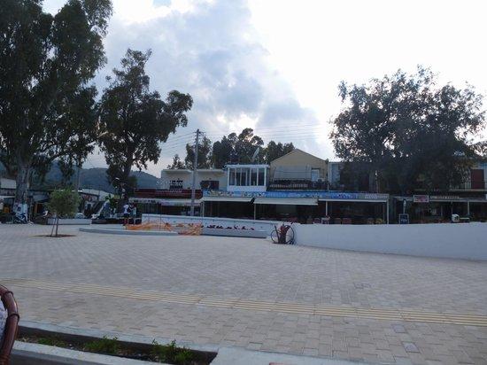 Taverna Paradise Studios & Apartments : Marktplatz von Geogioupoulis