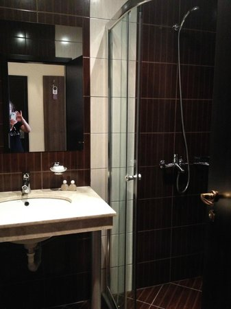 Forum Hotel: Bathroom