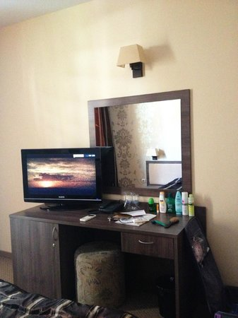 Forum Hotel: Room-tv