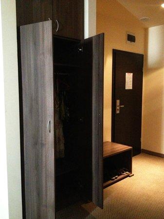 Forum Hotel : Closet