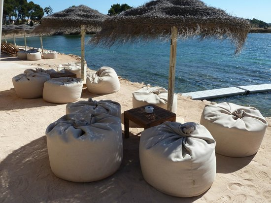 Grupotel Santa Eularia Hotel: Relaxing seats Babylon beach bar